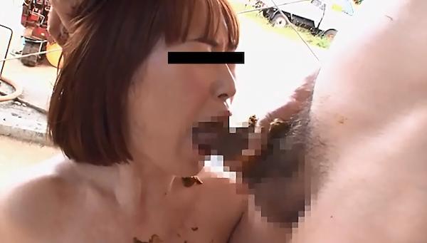 【スカトロ注意】色白美人がアナルセックスでうんこまみれになったチンコをフェラ