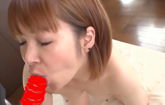 可愛らしい人妻の性欲がすごい!ケツ穴に入ってたチンコを美味しそうにおしゃぶり!