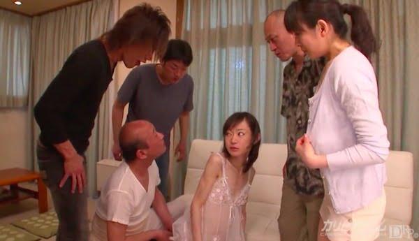 病的にガリガリの少女がおじさんのデカチンを肛門に入れられてガン掘り