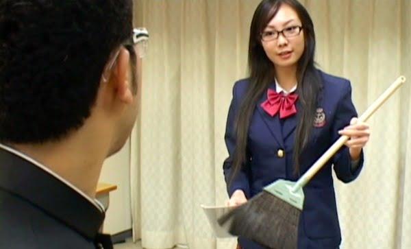【うん汁ダダ漏れ】いっけん真面目な学級委員長ホントは下品なアナルファッカー