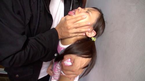 完全アウトなガチ口リ少女が日本屈指のデカチン男優にアナルガン掘りされる超ヤバイ作品