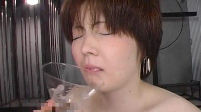 色白美少女がアナルに入ってたチンポを何度もおしゃぶり、直腸でシェイクしたザーメンを一気飲み