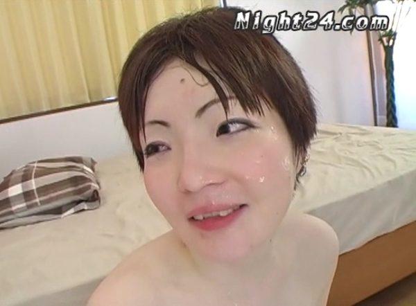 透き通るような白い肌の美少女がド変態アナルファック!酷いことされても終始楽しそう